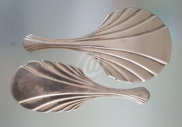 Set perie si oglinda vintage, 23 cm este fabricat de ` costă 199 lei . Set perie si oglinda vintage, 23 cm se afla pe stoc si se plateste la primirea coletului. Mai multe produse din categoria Antichitati - Artizanat - Colectionabile, Obiecte din metal