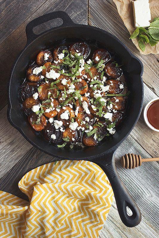 Honig-Balsamico gebratenes Aprikosen mit Minze und Feta