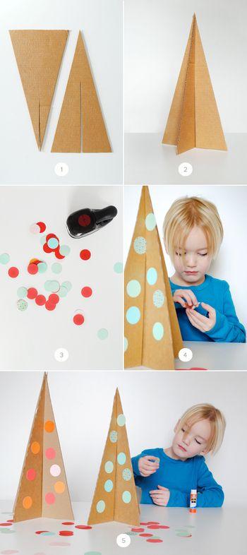 作り方はシンプル。写真のように段ボールから二等辺三角形を2つ型取って切り、真ん中に切れ目を入れて組み合わせるだけ!飾りのまるは、クラフトパンチやサークルカッターで色紙を切り抜いてください。 〈ポイント〉 ・切れ目は、1つは上から、もう1つは下から入れ、切れ目の長さが2つ合わせて高さの長さになるようにします。 ・切れ目の幅は、段ボールの厚みよりも少し狭い程度がベスト。 ・段ボールを白い厚紙にするとホワイトツリーに。