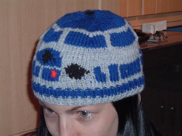 Knitting Pattern For R2d2 Hat : R2D2 KIDS Beanie Hat (Star Wars) *Now* with link to free pattern/charts (page...