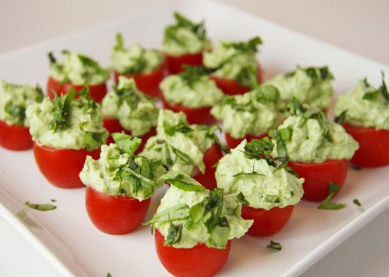 tomate recheado com creme de rúcula