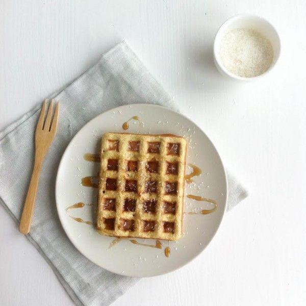 Deze wafel is door het amandelmeel lekker zoet enheeft een goede bite door de havermeel. Dit heb je nodig (1 grote wafel) Wafelijzer 2 el havermeel (vermaal havermout in de blender tot meel) 1 el amandelmeel 1 ei Scheutje amandelmelk (of andere plantaardige melk) Snufje Himalayazout Topping Heerlijk met Agave- of ahorn siroop en kokossnippers. …