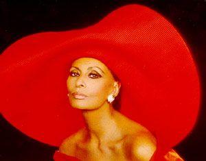 hat yes hat yes hat yes: Classic Movie, Sophia Loren, Italian Fashion, Natural Beautiful, Italian Beautiful, Red Hats, Style Icons, Sun Hats, Sophialoren
