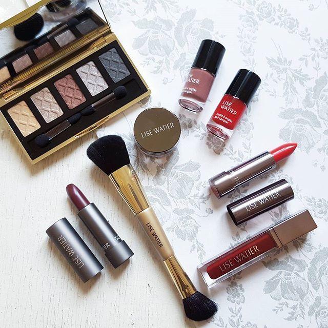 J'aime TOUT de cette nouvelle collection Majestique de @lisewatier! Je vous la présente très bientôt sur le blogue. Bon dimanche mes chéries!  Lucie-Rose  #majestique #lisewatier #lisewatiercosmetics #cosmetics #bblogger #beautyguru #beauty #beautyblogger #canadianblogger #bbloggersCA #makeup #maquillage #makeupaddict #wintercollection