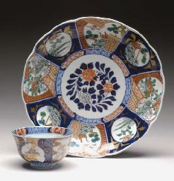 JAPANESE PORCELAIN PART DINNER SERVICE: decorated in the Imari palette,large chrysanthemum-shaped circular platters. Property from the Estate of Gilbert M. Denman Jr., sold to benefit the San Antonio Museum of Art and Trinity University.