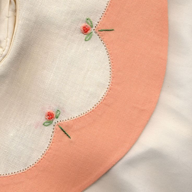 Collars, Etc. Pattern Company's Package #4 collar pattern. Contrasting apricot border is appliqued and secured with machine pinstitch. Pinwheel flowers decorate the peaks of the scallops. Made by Trudy Horne.