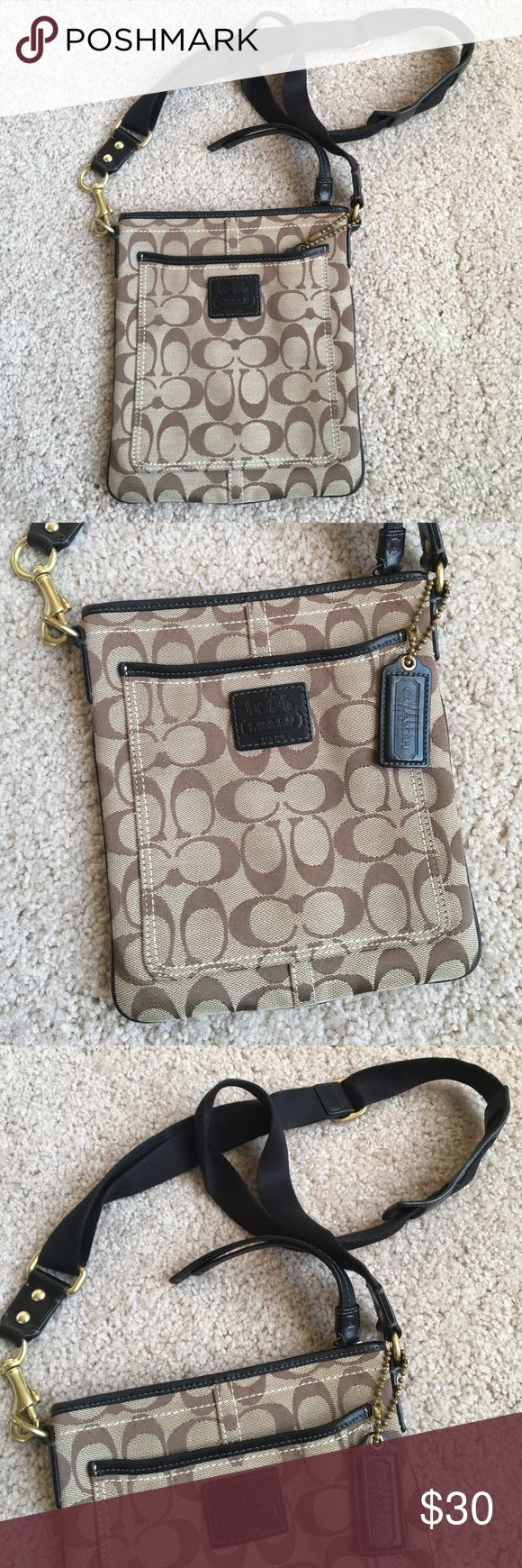 Classic Coach Messenger Bag Classic Coach messenger bag with logo. Very gently used and still in great condition. Perfect to take on the go! Fits everything you need. Coach Bags Crossbody Bags