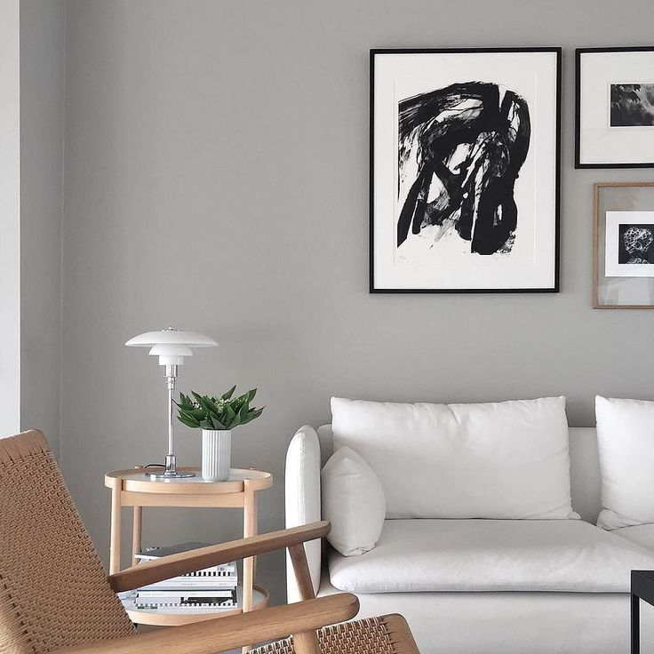 Bølling Tray Table in great harmony with Nordic tones of @stylizimoblog #decoration #livingroom #nordichome #interiordesign #sidetable #scandinaviandesign #bøllingtraytable #hansbølling