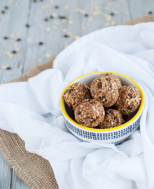 Healthy Summer Snack Ideas Under 100 Calories | Peanut Butter Oatmeal Cookie Protein Balls