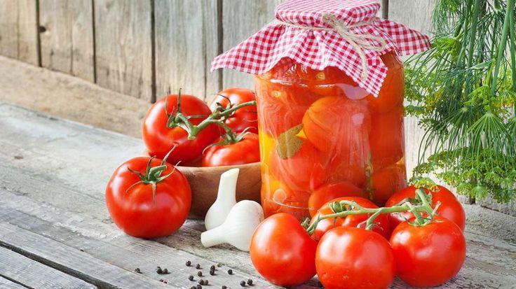 Zelf gepelde tomaten inmaken
