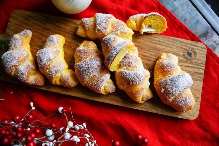 Lyxiga gifflar med smak av saffran och vit choklad! Ett välkommet tillskott till fikabordet till i advent!