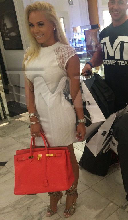 Floyd Mayweather works hard for the money, and his girlfriend Doralie Medina works hard to spend it! Before hitting the BET Awards today, Floyd passed over his credit card to his girl and she went ...