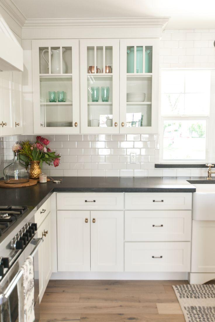 Download Wallpaper White Kitchen Cupboards Black Tiles