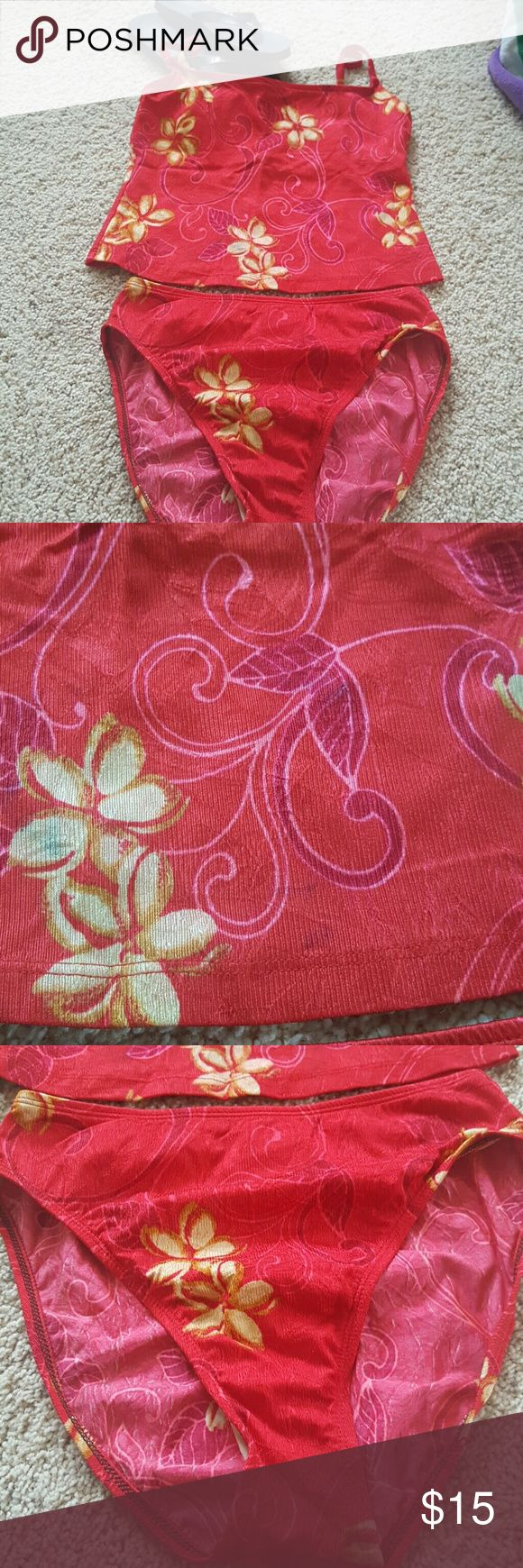 Swimsuit 2piece Red and gold tankini. Does have a color rin in pic 2, but due to color it blends in. Not reslly noticeable. No snags or rips, non smoking home Athena Swim
