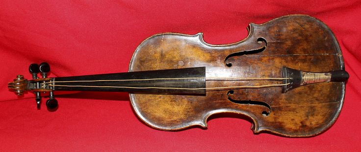 Clarin.com HD: Foto --  A violin that sounded during the voyage of the Titanic which sank near the liner in 1912, will be exposed to the public d in the Belfast Titanic Museum, before being auctioned in London. (EFE) - See more at: http://hd.clarin.com/page/4#sthash.CCLfHKj2.dpuf