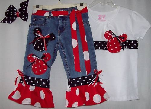 Minnie Mouse galore!)