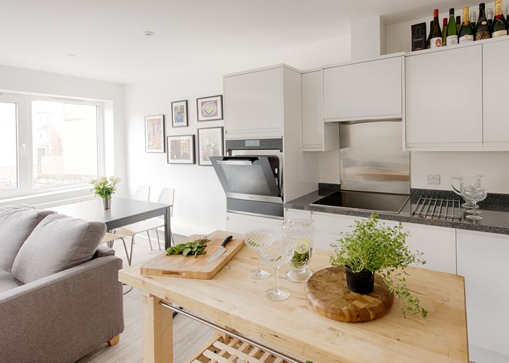 This open plan kitchen diner creates a perfect space for entertaining, featuring a Miele Sous Chef Food Warming Drawer for low temperature cooking