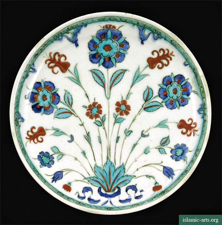 AN IZNIK POLYCHROME POTTERY DISH, TURKEY, CIRCA 1580
