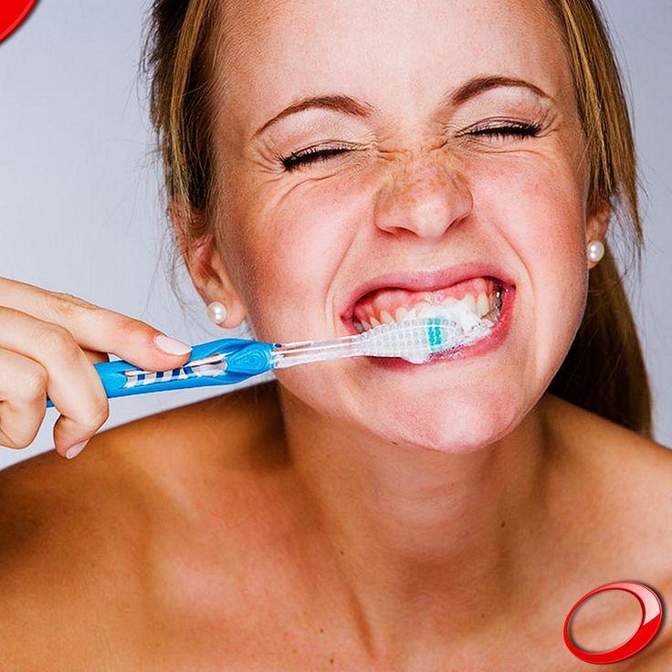 Brosser avec force peut être nocif pour vos dents, blesser les gencives et entrainer par conséquent une inflammation et / ou des saignements. L'idéal est de changer de brosse à dents tous les 3 mois pour assurer qu'elle soit fonctionnelle et qu'elle nettoie parfaitement vos dents sans avoir besoin d'exercer une pression supplémentaire pendant le nettoyage! ………………… www.pnid.fr #dentiste #implants #sourire #clinique