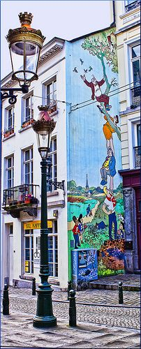 On the Comic Strip Route Map: http://www.brussels.be/artdet.cfm/5316#a_1