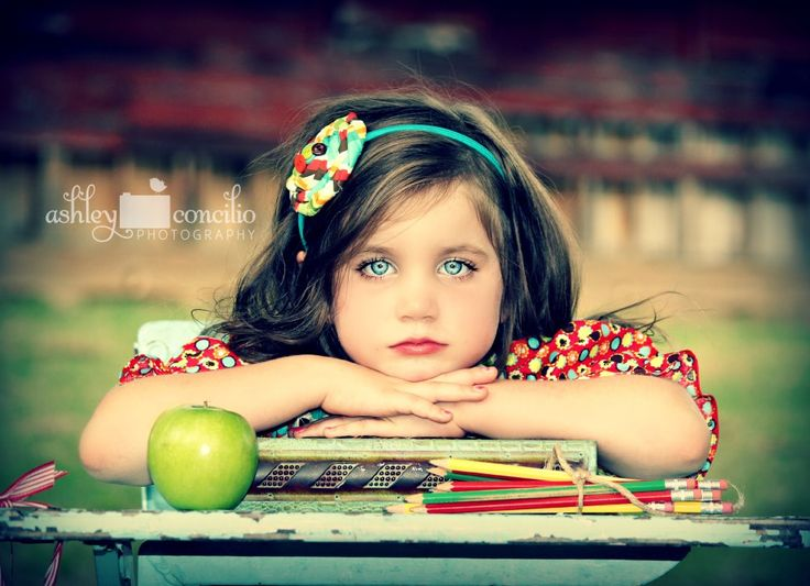 I love this close up shot in this back to school photo session! ♥ Pose &…