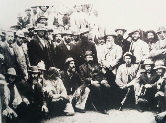 Pres.M.T.Steyn besoek die burgers, November 1899.  Kmdt CH Wessels staan regs van hom.