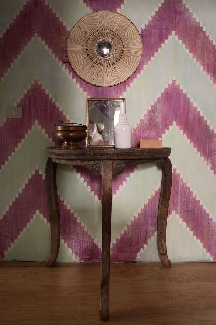 Hand-painted wallpaper by Picta. Ikat collection.