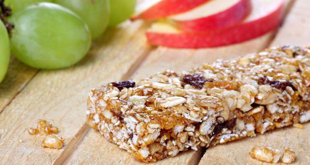 Facile, économique et meilleur pour la santé de faire ses barres granola énergétiques maison!