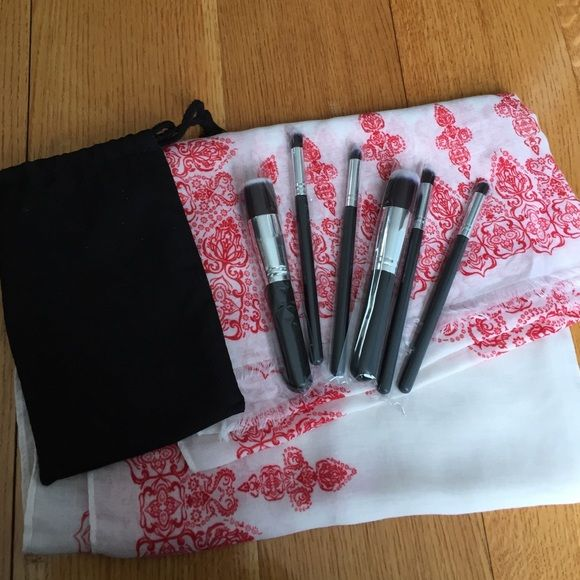 HOST PICK NEW 6 BRUSH MAKE UP SET W/ STORAGE POUCH Included: cotton pouch for storage. 6 make up brushes made out of synthetic hair. 2 blending brushes, 1 shadow brush, 1blush brush, 1 foundation brush, 1 pointy brush for inner corner eye shadow application. Brand new with plastic covering . Sephora Makeup Brushes & Tools