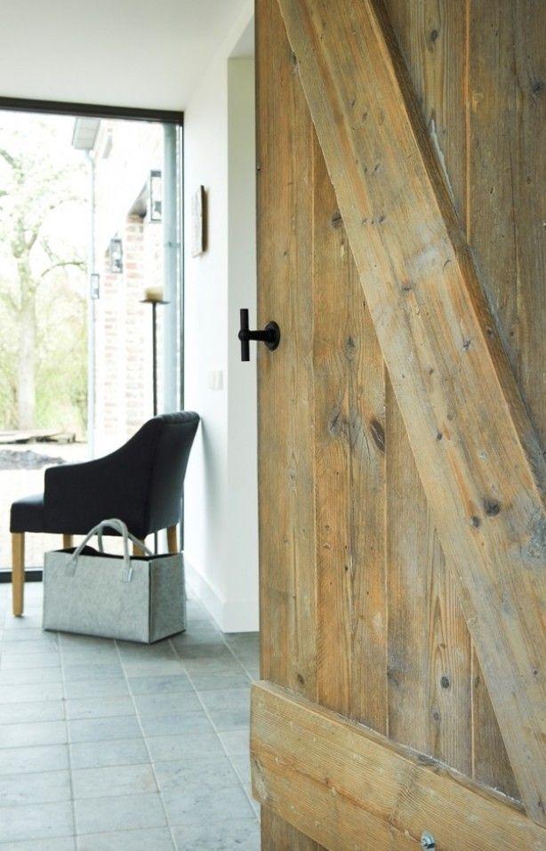 Oud houten deur van RestyleXL