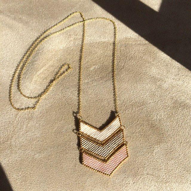 Je profite de ce beau soleil pour vous montrer mon tout nouveau sautoir ✨ #tissage #perles #miyuki #perlesandco #jenfiledesperlesetjassume #brickstitch #collier #sautoir #bijoux #bijou #diy #handmade #faitmain #bonjourbonjourlesfleurettes