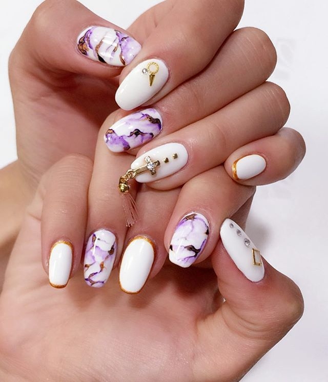 Pretty purple marbled nails