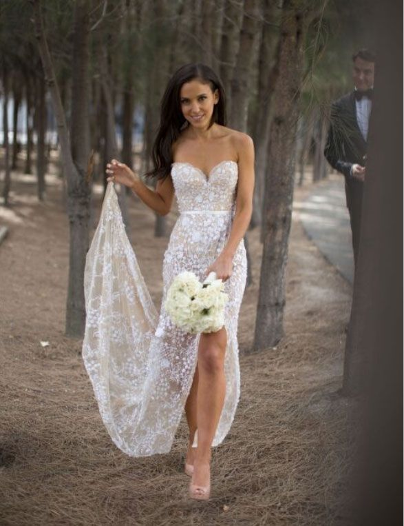 Elegant Sweetheart Lace Floor-length Ivory Wedding Dress With Split