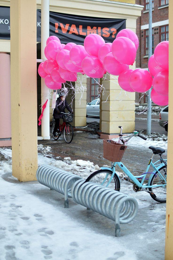 Jokainen vieras sai lopuksi mukaansa pinkin Luuppi-ilmapallon.