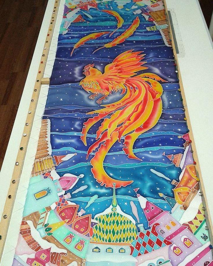 "Тот же петух, только ночной, зимний, морозный. В этом году последний. Шелковый шарф ""ЗОЛОТОЙ ПЕТУШОК"", нат.атлас, холодный батик. #анна_агалина #anna_agalina #silkpainting #silk #batik #батик #шелк #атлас #картинки #pictures #picture #artinstagram #instaart #instafoto #творчество #drawing #artwork #handmade #мода #аксессуары #стиль #fashion #accessories #style #зима #winter #snow #небо #sky #петух"