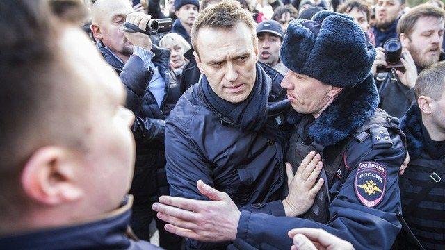 Die westliche Presse inszeniert den russischen Oppositionellen Alexei Nawalny, einen Blogger, der durch die Ned/CIA finanziert wird. Abgesehen davon, dass er nur bei den Bourgeois-Boheme von Moskau…