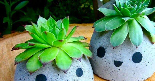Avec ce tutoriel, apprenez à fabriquer des pots à plante rigolos, avec du béton tout prêt! #DIY #Jardin