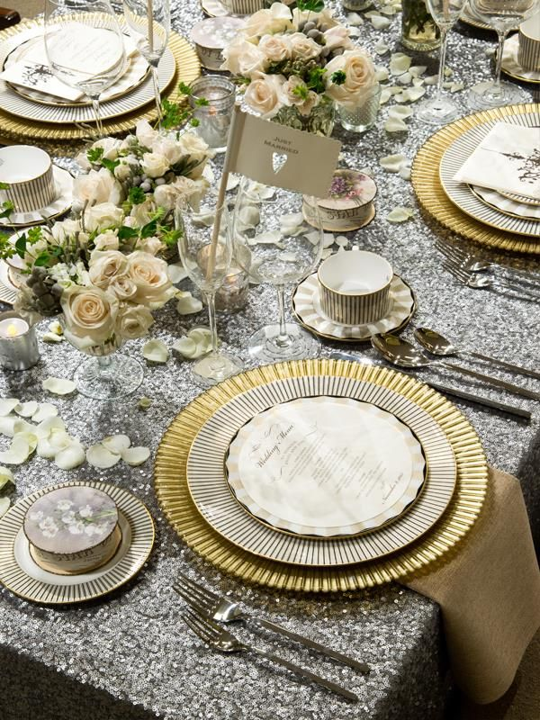 Platinum #sequin linen with gold accents at your wedding creates the perfect precious metal décor. #weddingdecor #sparkleandshine