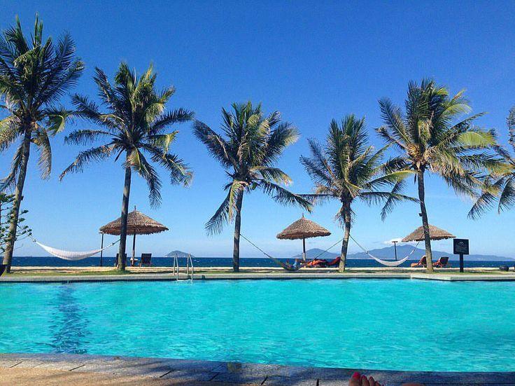 """45 """"Μου αρέσει!"""", 4 σχόλια - Irena World Traveller 🌎✈️ (@irena.traveller) στο Instagram: """"Splash 🏝🏝🏝#nofilter #hoiancity #palmtrees #relax #travelgram #r4r #travel #traveler #Irena…"""""""