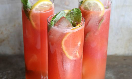 Ingredients 1 cup fresh strawberries 1 cup sugar (we used beet sugar) 1 cup water 1 cup freshly squeezed lemon juice 1 cup water 1 cup vodka mint and lemon slices for garnish ice cubes Click here f…