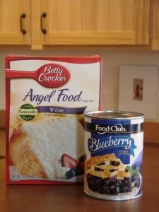 1 Box Angel food Cake Mx  1 Can Blueberry Pie Filling (approx 22 oz can)    Mix both ingredients together and spread in 13 x 9 baking pan. Bake at 350 degrees F for 28-30 minutes. Let stand for about an hour and top with whipped cream! ♥