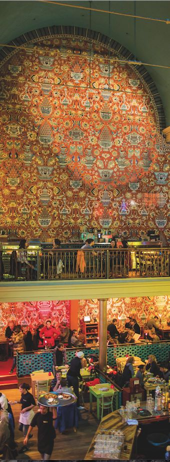"""Das """"Bazar"""" in Amsterdam –Bar, Restaurant, Club –war früher mal eine Kirche. Über dieses und 5 weitere Lokale, in denen einst gebetet wurde: http://www.travelbook.de/europa/Frueher-Altar-heute-Bar-In-diesen-Restaurants-wurde-einst-gebetet-618821.html"""