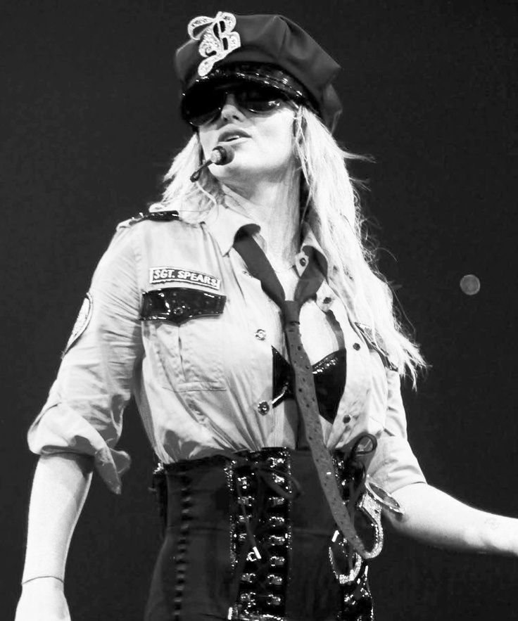 Womanizer live circus tour celebrity