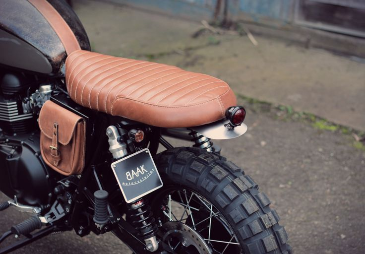 Short seat kit in genuine leather for Triumph Bonneville / Scrambler / Thruxton, handcrafted at BAAK Motocyclettes workshop in France.
