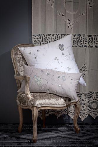 Taunina Cushions