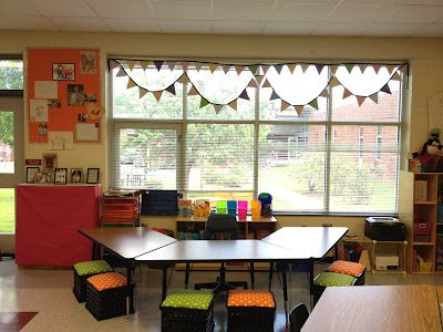 Little Miss Glamour Goes To Kindergarten: Classroom photos. Love the bright bulletin boards, and organization. Cheery classroom!