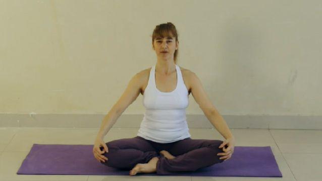 Cómo combatir el estrés a través del Yoga | eHow en Español