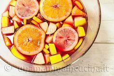 Ricetta semplice della sangria, bevanda alcolica di origine spagnola, veloce da preparare, a base di vino rosso e frutta. Perfetta per una festa fra amici!