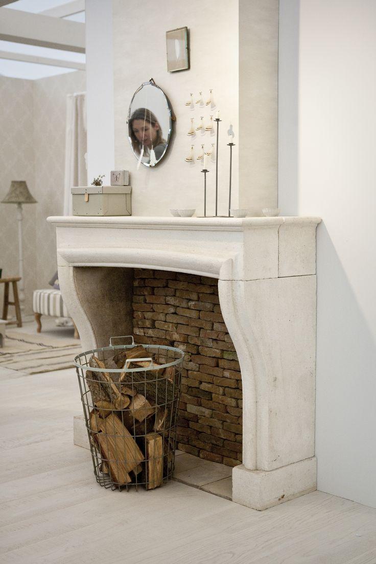 oude schouwen van natuursteen of zandsteen bij jan van ijken eemnes  www.oudebouwmaterialen.nl