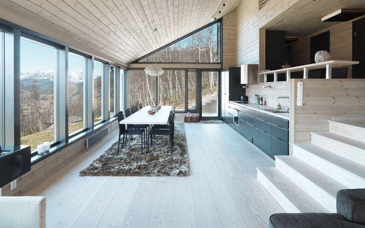 Keltainen talo rannalla: Tyylikkäitä lattioita